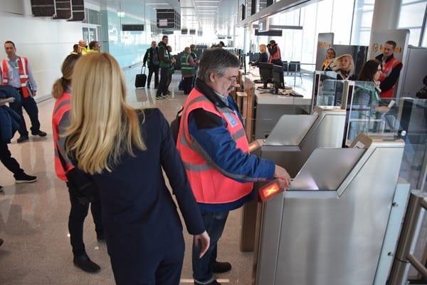 20_Probebetrieb-Satellit-Terminal-2-Flughafen-Muenchen-Boarding