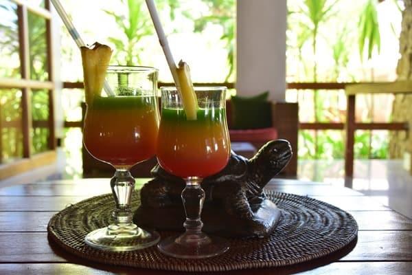24_Begruessungs-Cocktail-Coco-de-Mer-Hotel-Anse-Cimetiere-Praslin-Seychellen