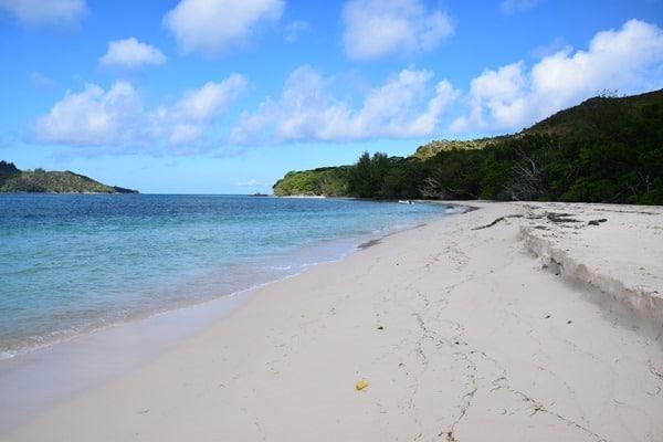 03_einsamer-Strand-auf-Curieuse-Seychellen