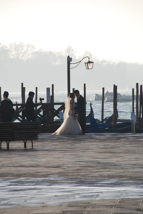 04_Flitterwochen-Brautpaar-am-Markusplatz-Venedig-Italien