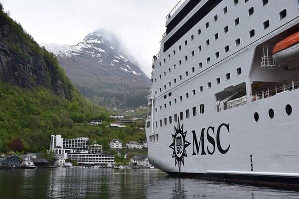 10_Flitterwochen-MSC-Kreuzfahrtschiff-Geiranger-Nordland-Kreuzfahrt-Geirangerfjord-Norwegen