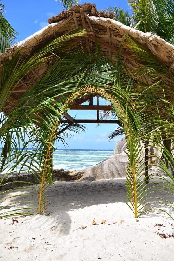 15_Flitterwochen-La-Digue-Seychellen-Strand[4]