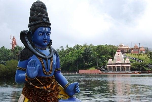 18_Flitterwochen-Hindu-Gott-Shiva-Grand-Bassin-Mauritius[3]