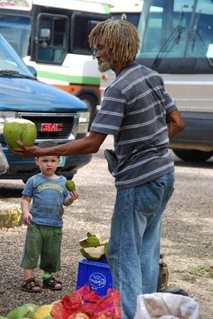 04_Rastaman-Kokosnuss-Zuckerrohr-Maya-Altun-Ha-Belize