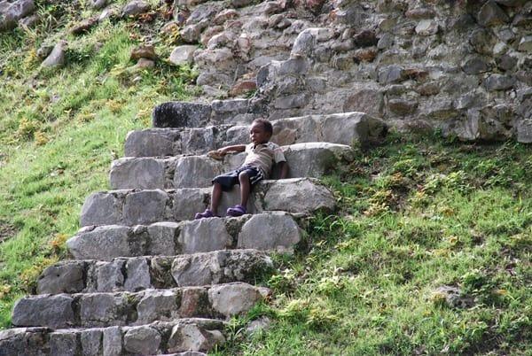 06_zuviele-Stufen-Stufenpyramide-Altun-Ha-Belize