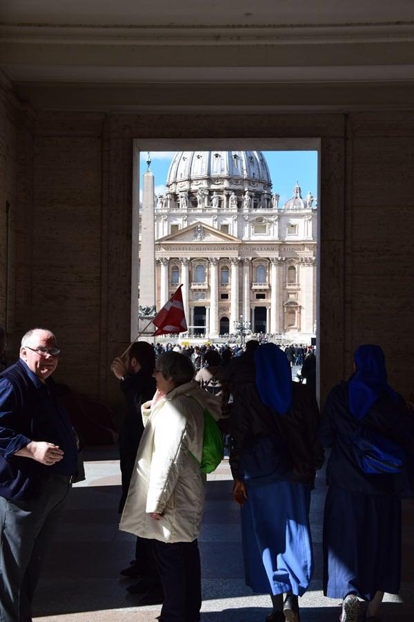 20_Unterwegs-zum-Petersplatz-Petersdom-Vatikanstadt-Rom-Italien