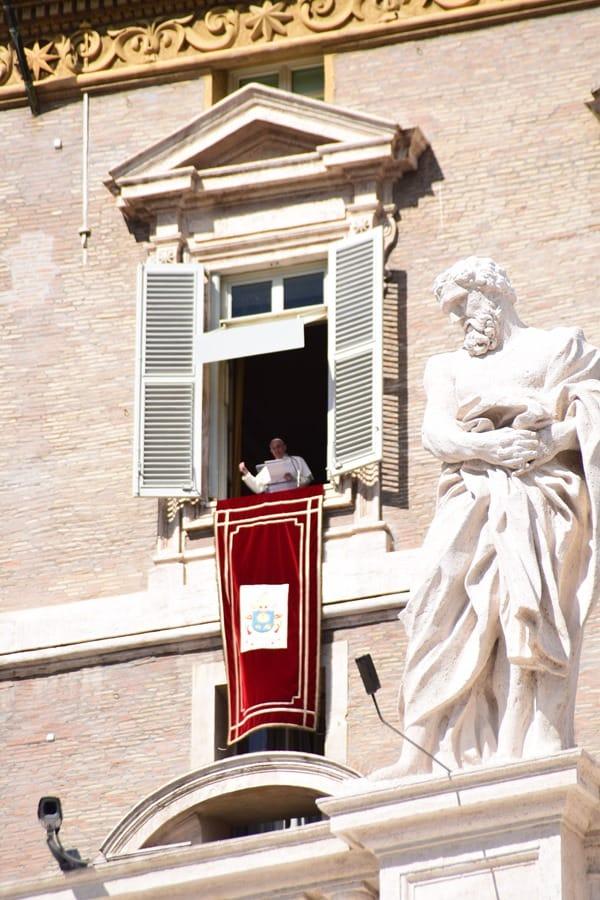 21_Papst-Franziskus-Angelus-Gebet-Petersplatz-Vatikan-Rom-Italien
