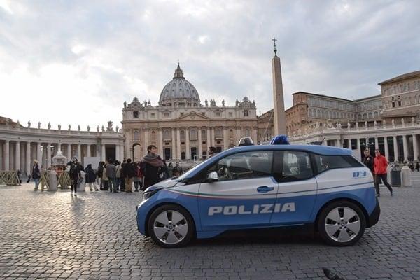 22_Polizei-Sicherheit-am-Petersplatz-Petersdom-Vatikan-Rom-Italien