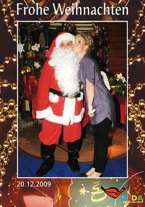 Kreuzfahrtblogger-Daniel-Dorfer-als-Weihnachtsmann-auf-der-AIDAvita