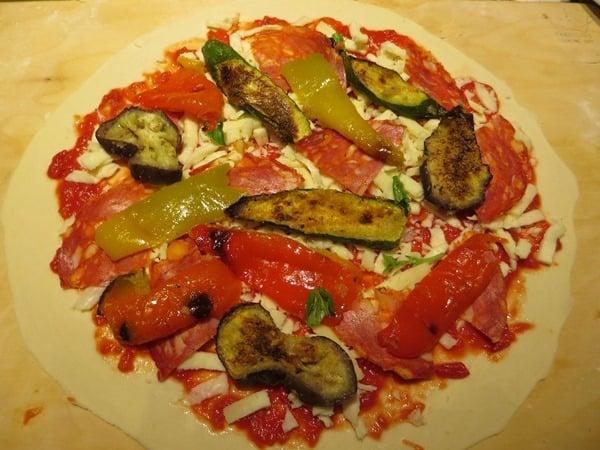 14_belegte-Pizza-beim-Pizzakurs-Ristorante-That's-Amore-Rom-Italien