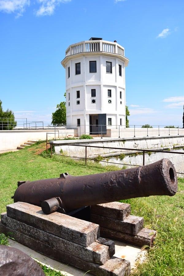 16_Fort-Kastel-Kanone-Pula-Istrien-Kroatien
