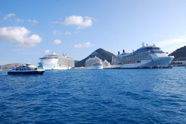 Saint-Martin-Karibik-Hafen-Kreuzfahrtschiffe