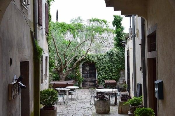 03_Hinterhof-Altstadt-Porec-Istrien-Koratien