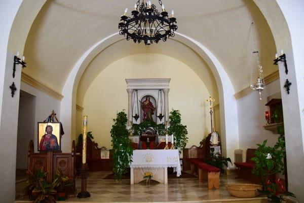 08_Altar-Kirche-San-Pantaleo-Sardinien-Italien