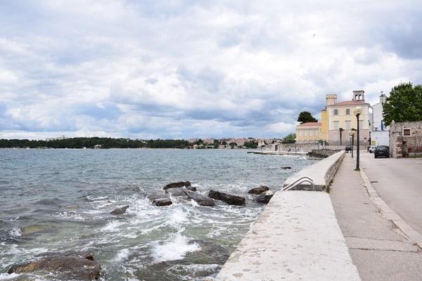 08_Uferpromenade-Hafen-Altstadt-Porec-Istrien-Koratien