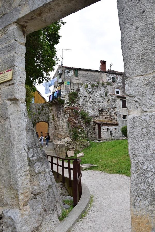 09_Torbogen-Altstadt-Porec-Istrien-Koratien