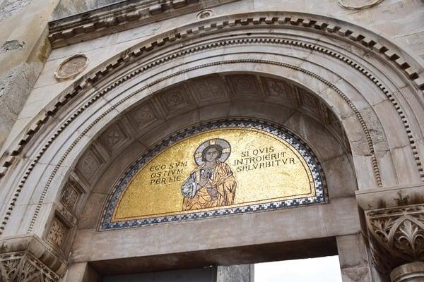 10_Eingang-Euphrasius-Basilika-Porec-Istrien-Kroatien