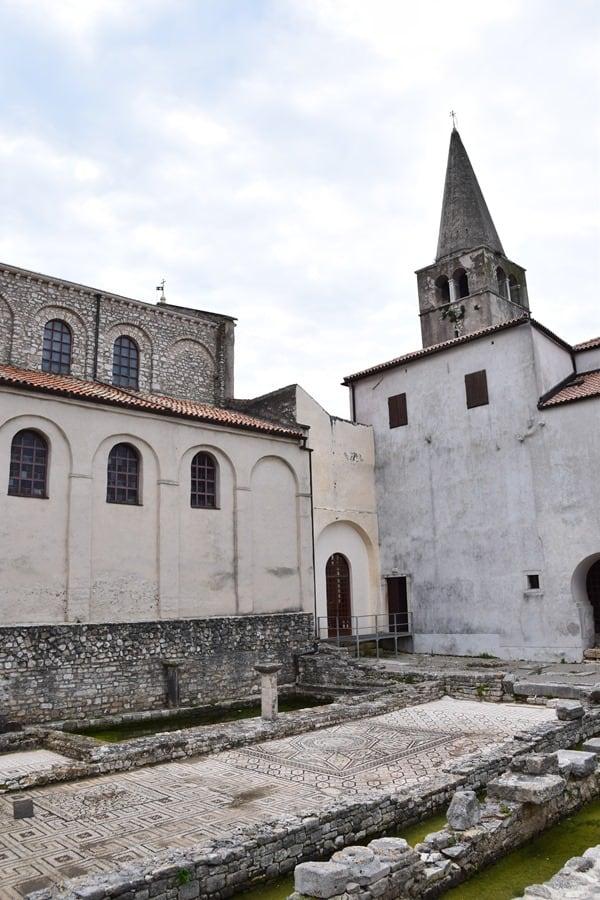 15_Innenhof-Euphrasius-Basilika-Porec-Istrien-Kroatien