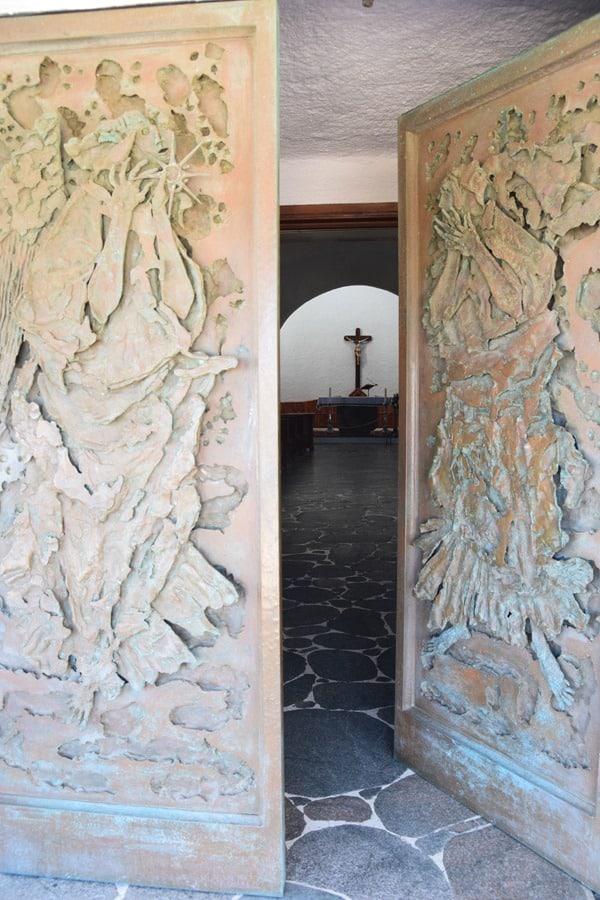 18_Tor-Kirche-Stella-Maris-Porto-Cervo-Costa-Smeralda-Sardinien-Italien