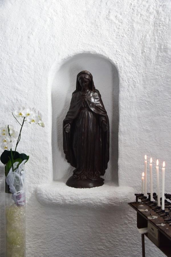 20_Madonna-Statue-Kirche-Stella-Maris-Porto-Cervo-Costa-Smeralda-Sardinien-Italien