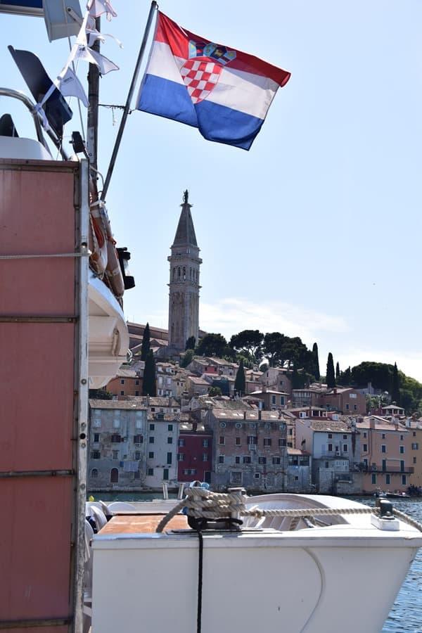 21_Kroatische-Flagge-Rovinj-Istrien-Kroatien