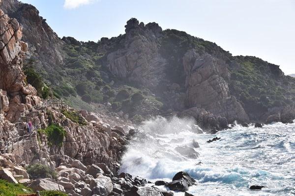 01_Fussweg-zum-Strand-Li-Cossi-Costa-Paradiso-Sardinien-Italien