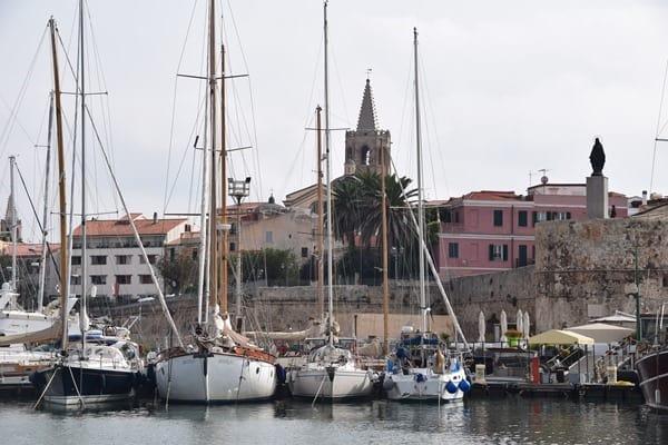 02_Auslaufen-Hafen-Alghero-Sardinien-Italien