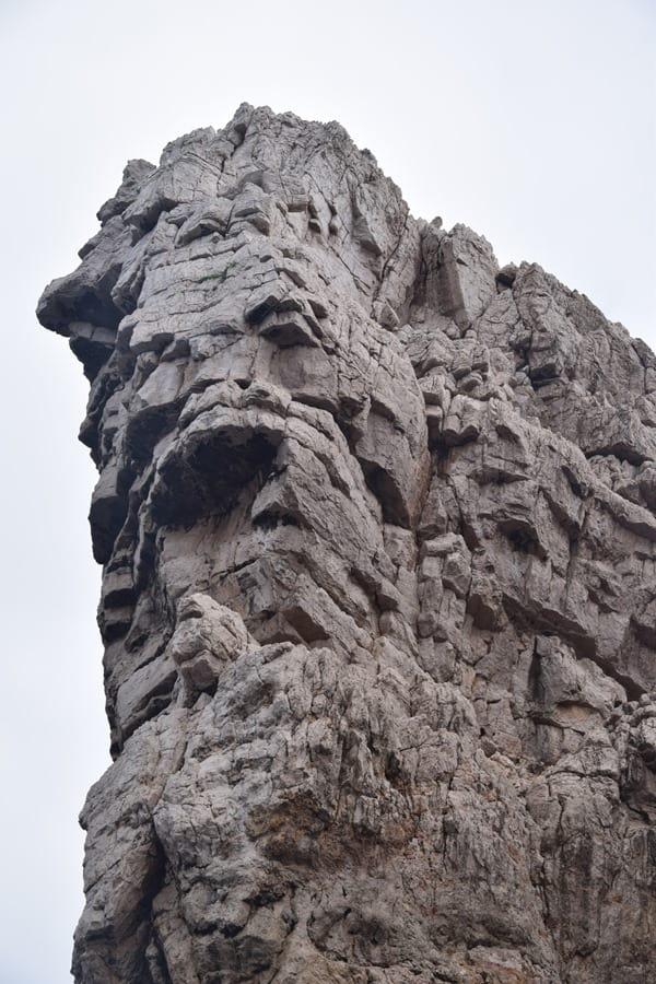 03_Felsgesicht-Klippe-Grotta-di-Nettuno-Neptungrotte-Sardinien-Alghero-Italien