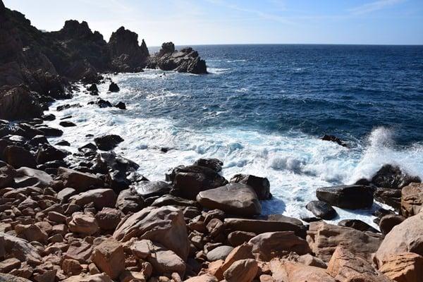 07_Wilde-Kueste-auf-dem-Weg-zum-Strand-Li-Cossi-Costa-Paradiso-Sardinien-Italien