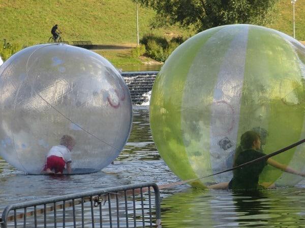 16_Wasserspass-Sommer-im-Park-Olympiapark-Muenchen-Bayern