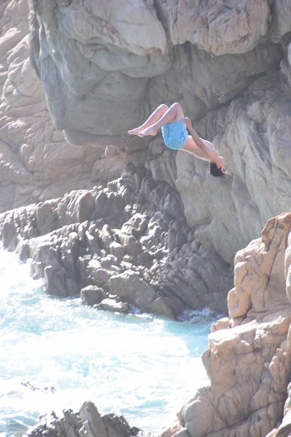 17_Klippenspringer-Salto-am-Traumstrand-Li-Cossi-Costa-Paradiso-Sardinien-Italien