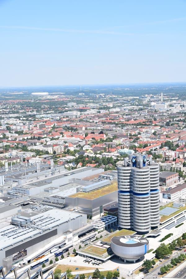 19_BMW-Allianz-Arena-vom-Olympiaturm-Olympiapark-Muenchen-Bayern