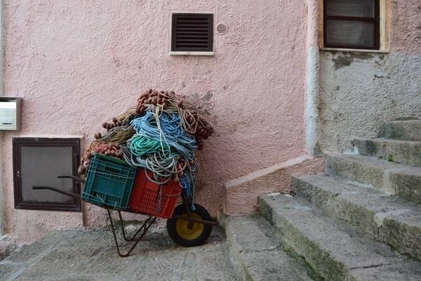 19_Schubkarren-Gassen-von-Castelsardo-Sardinien-Italien