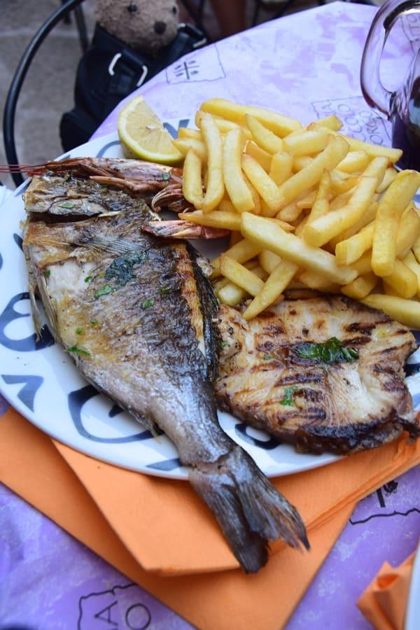 20_Fischteller-Castelsardo-Sardinien-Italien