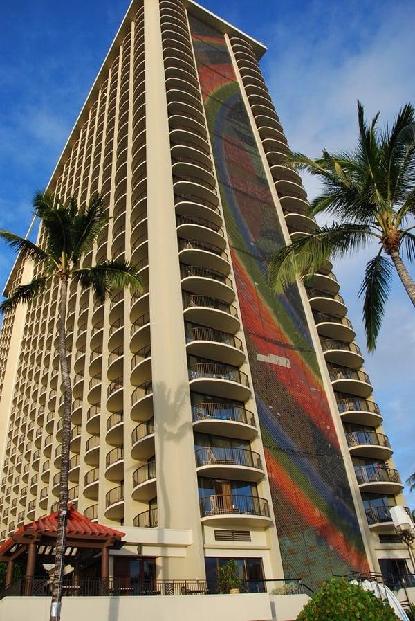 23_Rainbow-Tower-Hilton-Hawaiian-Village Waikiki-Beach-Honolulu-Oahu-Hawaii