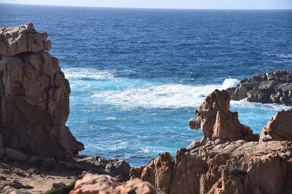 24_Bizzare-Felsen-am-Traumstrand-Li-Cossi-Costa-Paradiso-Sardinien-Italien