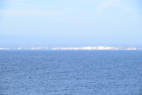 27_Blick-nach-Korsika-vom-Traumstrand-Li-Cossi-Costa-Paradiso-Sardinien-Italien