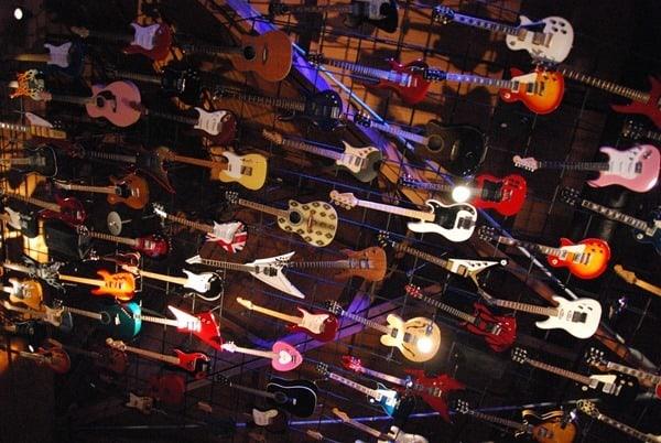 27_Hard-Rock-Cafe-Gitarren-Waikiki-Honolulu-Oahu-Hawaii