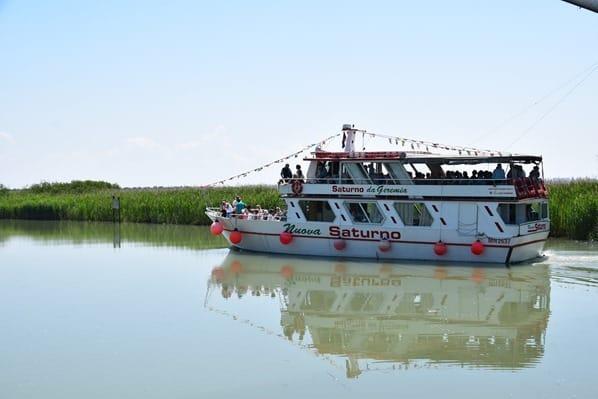 15_Ausflugsboot-im-Kanal-Lagune-von-Marano-Lignano Sabbiadoro-Fluss-Stella-Italien