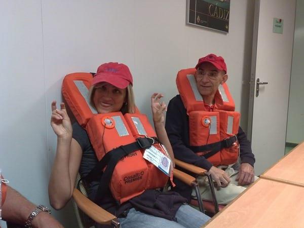 Kreuzfahrt-Seenotrettungsuebung-Personal-Kreuzfahrtschiff