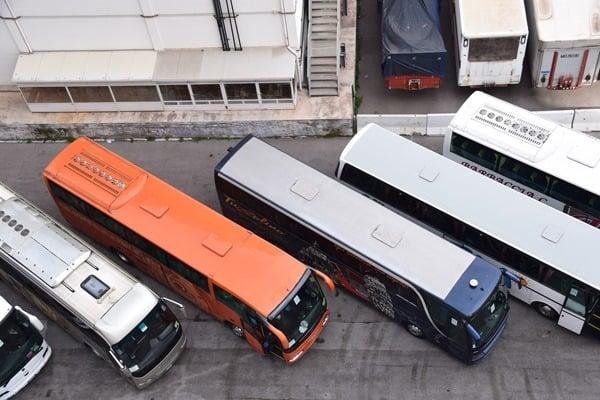 Wie-sieht-ein-typischer-Tag-auf-Kreuzfahrt-aus-Kreuzfahrtschiff-Landgang-Busse-Hafen