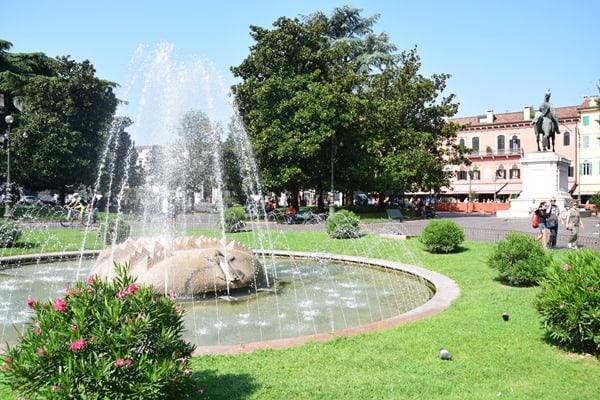 01_Muenchner-Kindl-Brunnen-Piazza-Bra-Verona-Italien