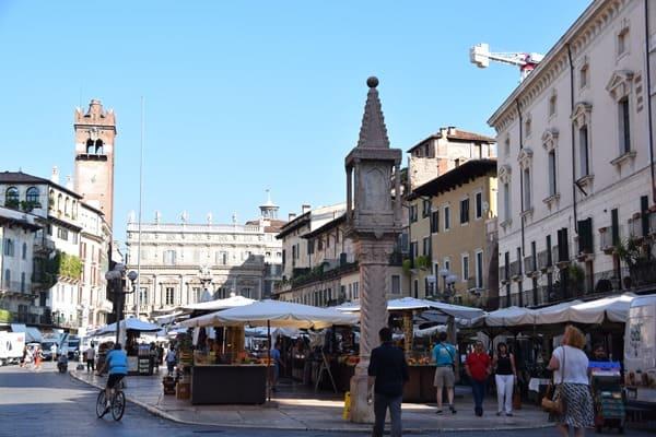 04_Piazza-delle-Erbe-Markt-Verona-Italien