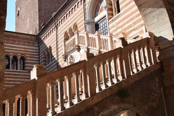 09_Stufen-am-Torre-dei-Lamberti-Verona-Italien