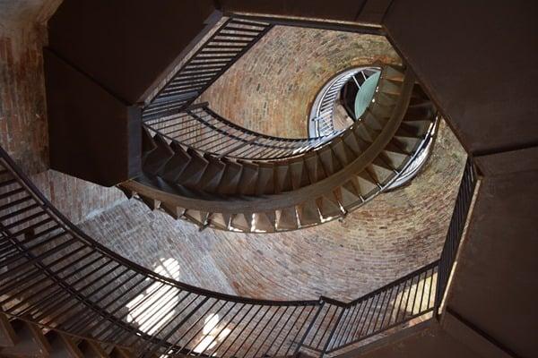 10_Treppenhaus-im-Torre-dei-Lamberti-Verona-Italien
