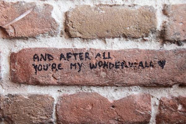 12_Oasis-Wonderwall-Zitat-im-Torre-dei-Lamberti-Verona-Italien