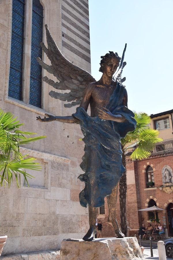 15_Engel-an-der-Cattedrale-di-Verona-Italien