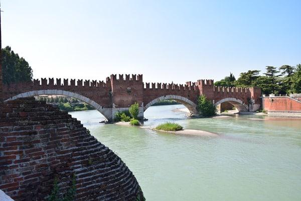 19_Bruecke-Ponte-di-Castelvecchio-Ponte-Scaligero-Etsch-Verona-Italien