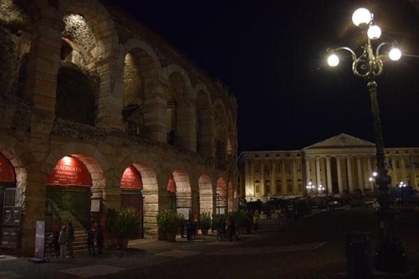 20_Abends-am-Piazza-Bra-Arena-di-Verona-Italien