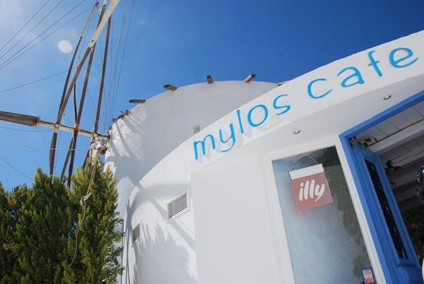 01_Cafe-Mylos-Fira-Thira-Santorin-Kykladen-Griechenland